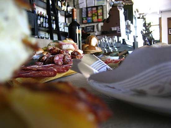 Viernes de picada y cerveza al aire libre en Peppino Luongo