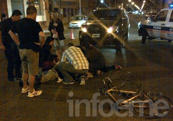 Ciclista herido al ser arrollado por una camioneta