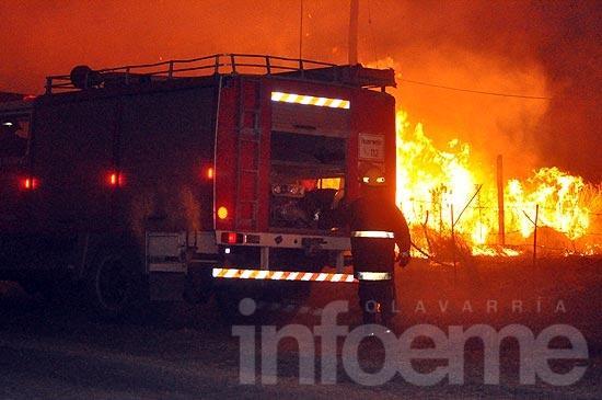 Tres dotaciones de bomberos combatieron voraz incendio