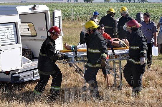 Tres heridos en un vuelco en la ruta 226