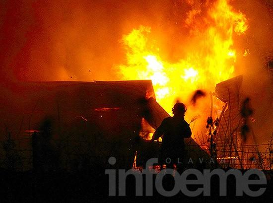Incendio arrasó con un galpón de Alsina y calle 8