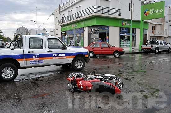 Microcentro: motociclista herido en fuerte choque