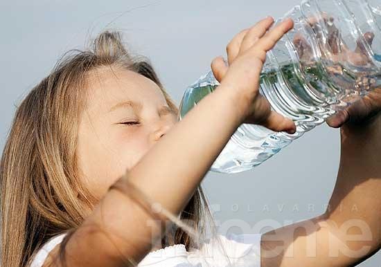 Ante la ola de calor, mucha agua y cuidados con alimentos