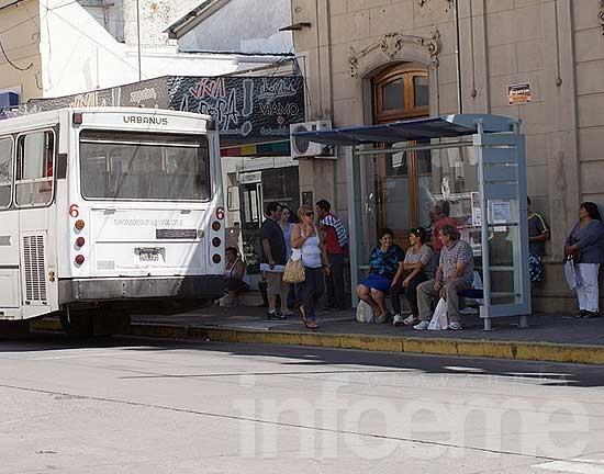 Ya se instalaron 27 refugios de colectivos en la ciudad y las localidades