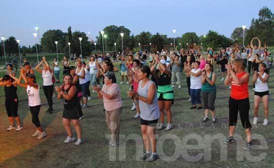 Caminatas y gimnasia aeróbica en parques de la Ciudad