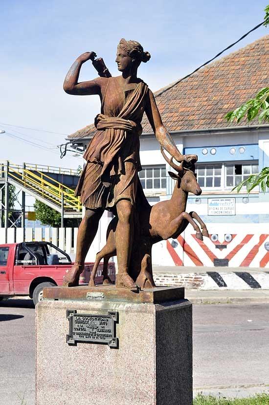 """""""Diana, la cazadora"""": la historia detrás del monumento"""