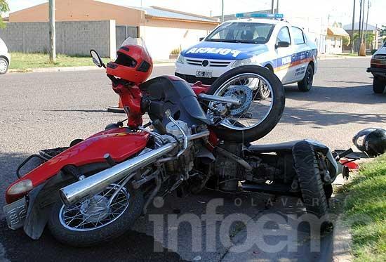 Violento choque entre dos motos sobre avenida Ituzaingó