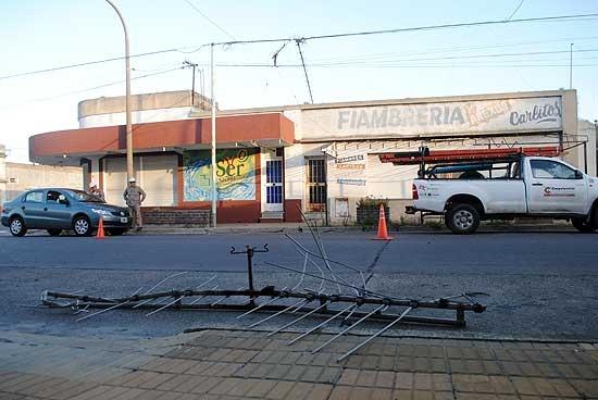 Se cayó una antena y dejó sin luz a un sector de Pueblo Nuevo