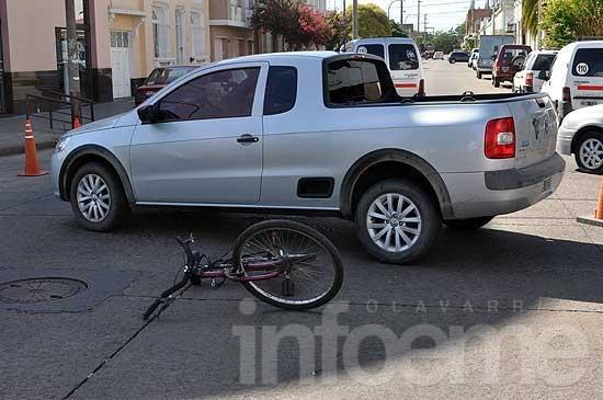 Ciclista herida en choque en el microcentro