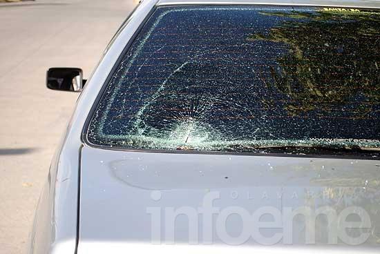 Un hombre con heridas leves tras chocar con un auto estacionado