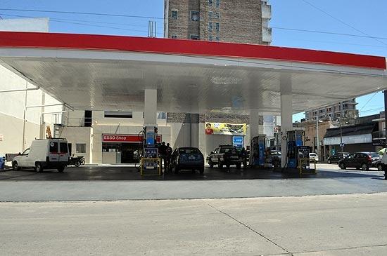 Rige en estaciones locales la baja del precio de las naftas