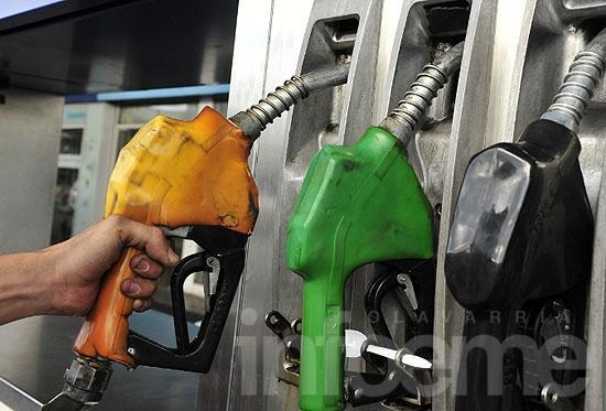 """Califican de """"electoralista"""" la rebaja en el precio de las naftas"""