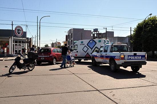Motomandado herido en choque con un auto