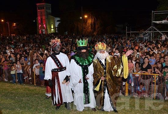 La magia de los reyes en una gran fiesta popular