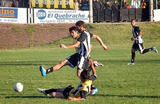 Estudiantes choca con Independiente de Bolívar
