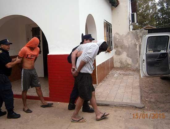 Aprehenden a dos hombres mientras faenaban un ternero