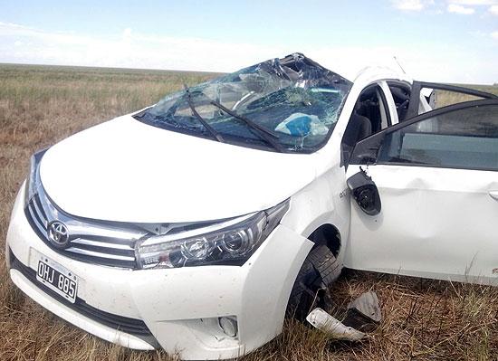 Cinco heridos tras un violento vuelco en la ruta 226