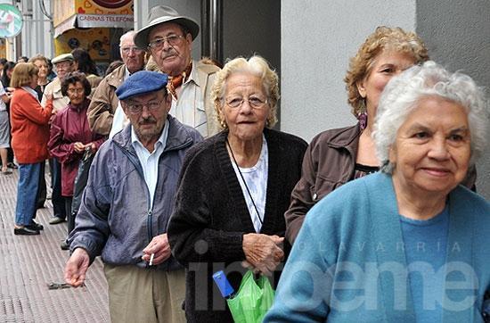 Jubilados estatales cobrarán con aumento a fin de mes