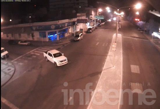 Siguen buscando a delincuentes que robaron una camioneta