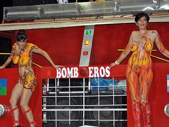 """Polémica por el """"body painting"""" en los Corsos"""