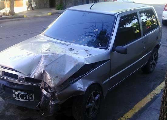 Robaron un auto, chocaron y lo dejaron abandonado