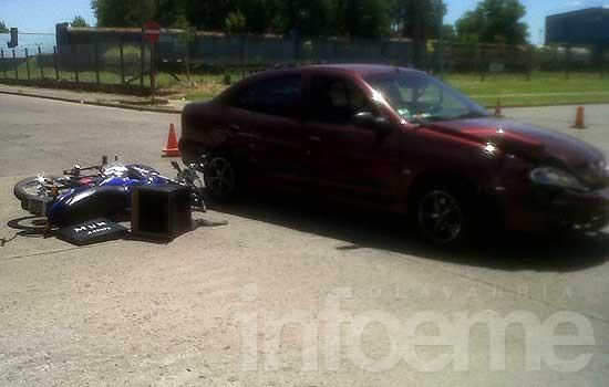 Motociclista con heridas leves en un choque con un auto