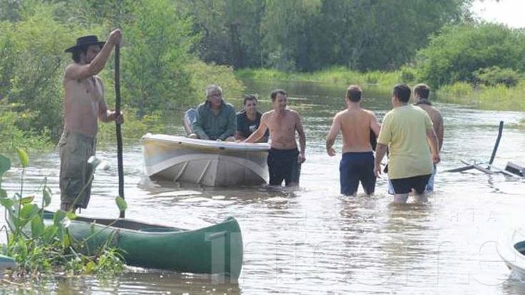 Más de 30 mil evacuados en el litoral