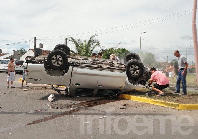 La justicia busca testigos del violento accidente en una rotonda