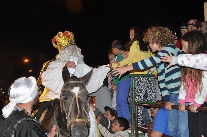 Los Reyes Magos volvieron a Sierras Bayas para alegrar a chicos y grandes
