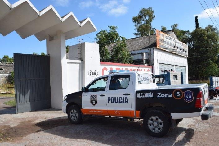 Tres encapuchados robaron más de 120 mil pesos y huyeron en un Passat