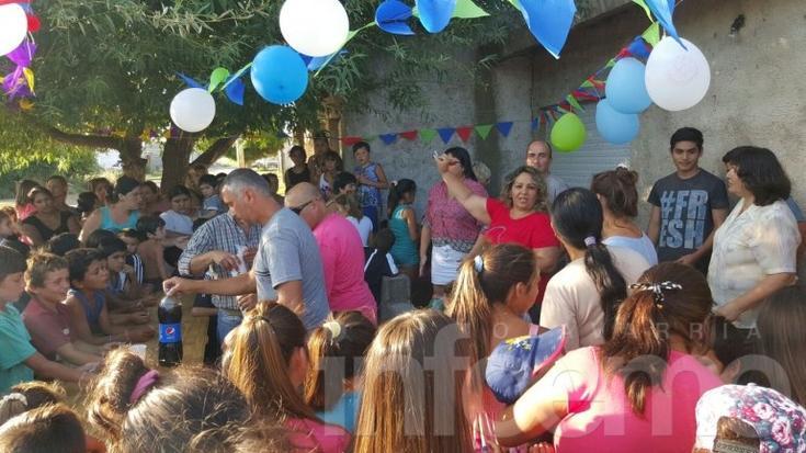 Concejales y militantes del eseverrismo entregaron juguetes