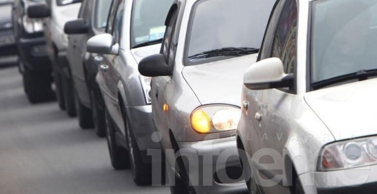 Mientras siguen en baja los autos 0 KM de alta gama, los populares aumentan