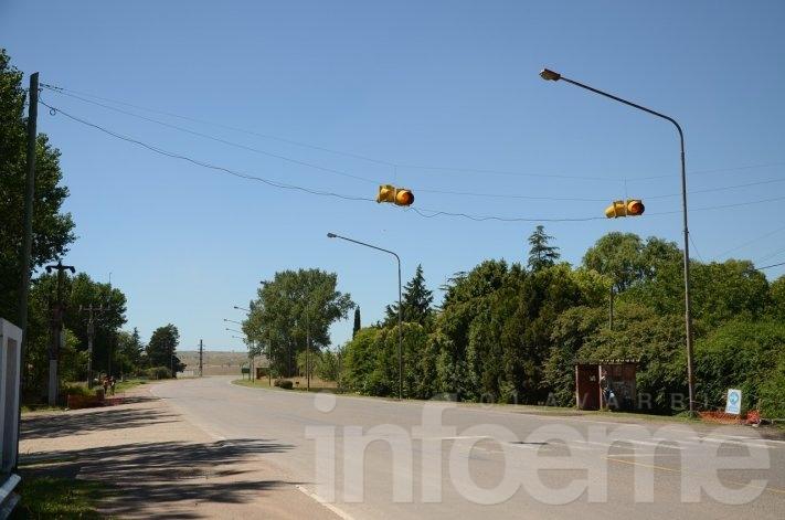 Barrio AOMA: Instalaron un nuevo semáforo