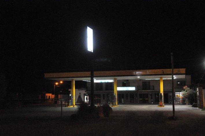 Dos asaltantes robaron una estación de servicio y un comercio céntrico