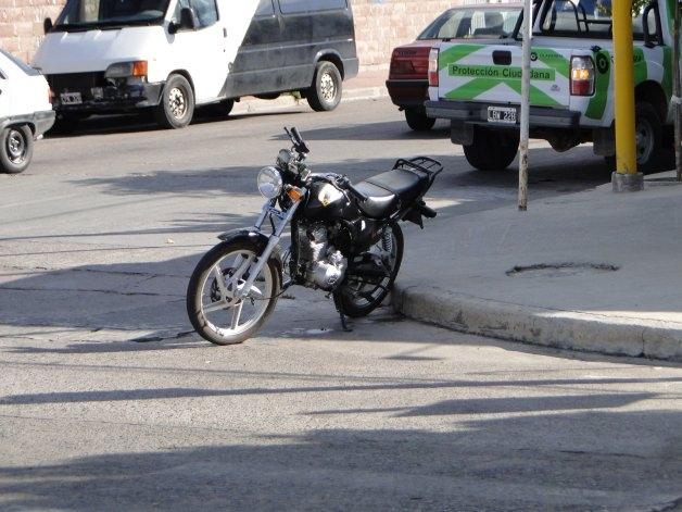 Un motociclista herido en un choque