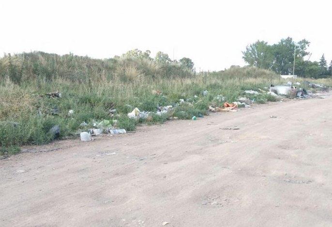 Quejas por basural en terreno lindante a la Unicen