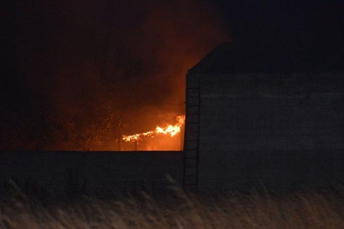 Significativo incendio en el sector trasero de una forrajería