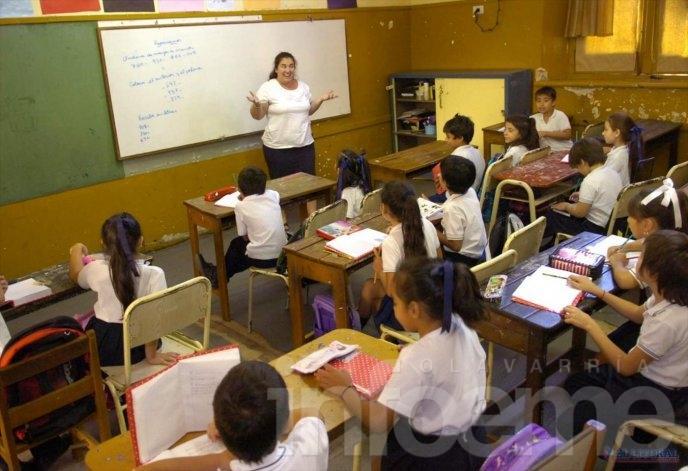"""Provincia reconoció """"inconvenientes"""" en pago de sueldos docentes"""