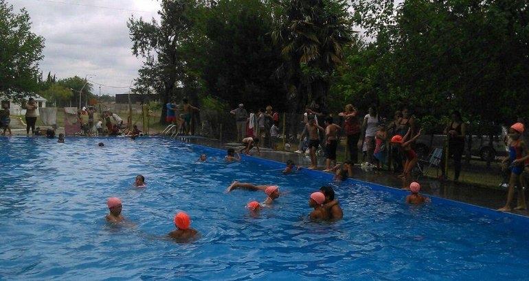 """Se realizó el encuentro de natación en """"La Máxima"""""""