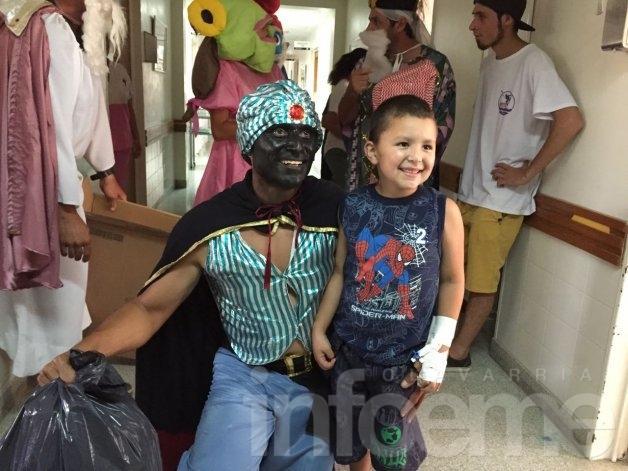 Los Reyes llevaron una sonrisa a los más chicos