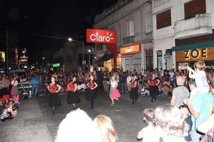 """Volvieron los """"Domingos a la gorra"""" con varios shows callejeros"""
