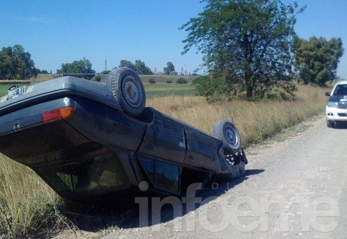 Un automóvil volcó en Alberdi  casi Ruta 226