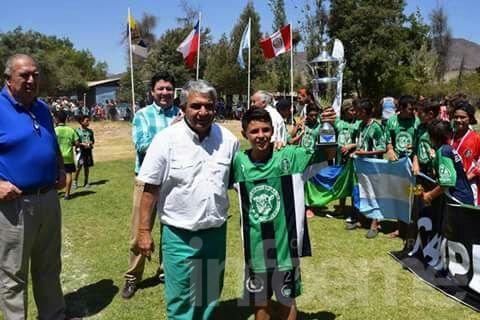 Los pibes de Embajadores regresan de Chile con tres campeonatos