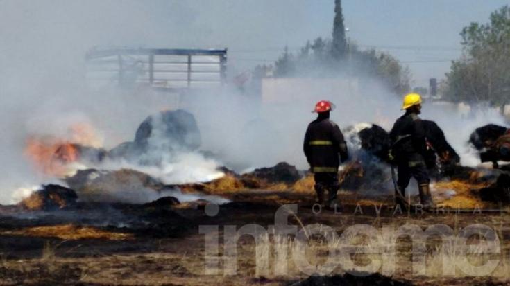 Arduo trabajo de unidades de Bomberos en Voraz incendio