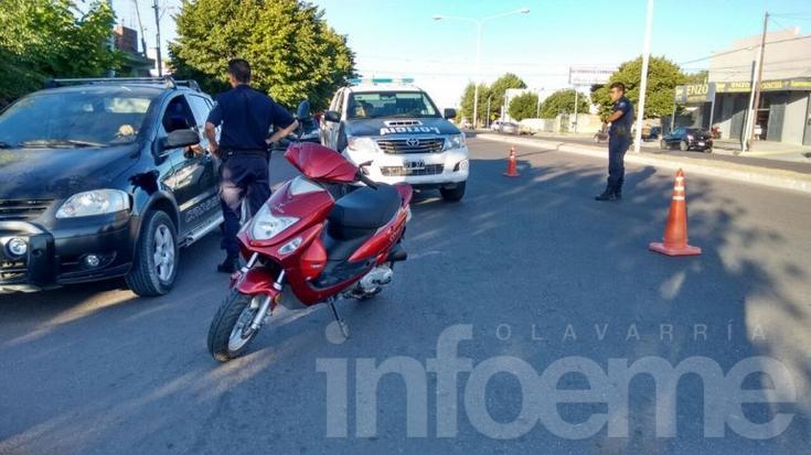 Una mujer fue atropellada por una moto y trasladada al Hospital