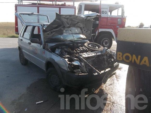 Un herido en un fuerte choque entre un remis y un camión