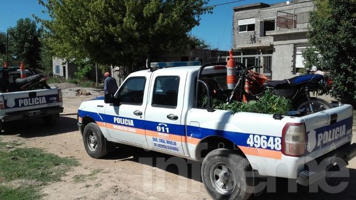 Allanamiento: secuestraron dos motos y plantas de marihuana