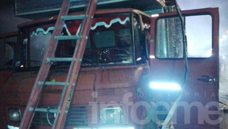Olavarriense transportaba municiones y se le incendió el camión
