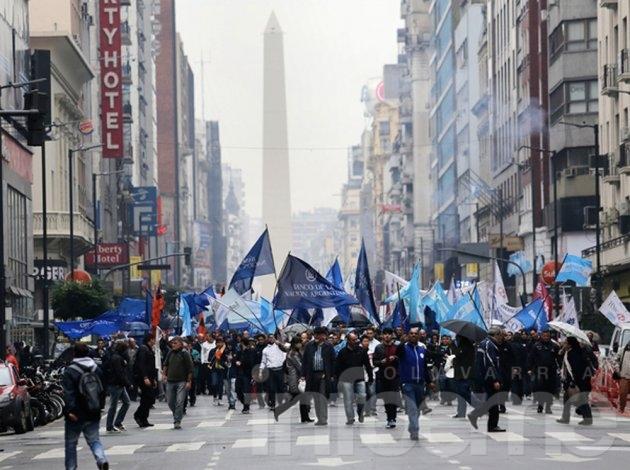 """Bancarios en estado de """"alerta y movilización"""" por caída del acuerdo salaria"""