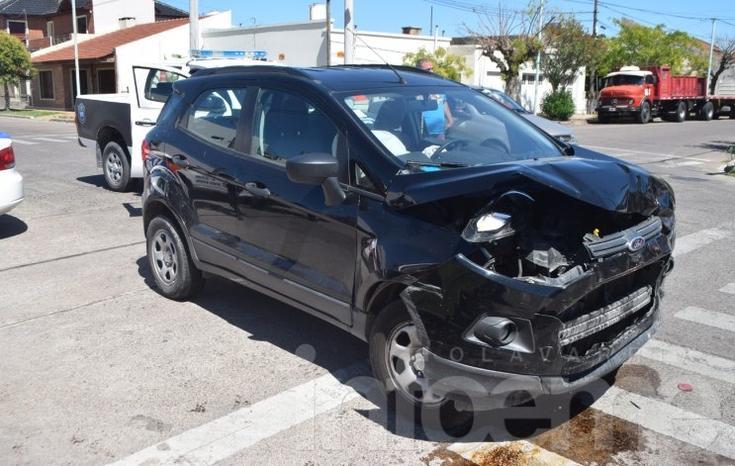 Violento choque: una mujer sufrió heridas y fue trasladada al Hospital